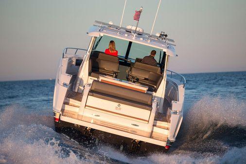 Tiara Yachts Q44 image