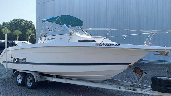 Wellcraft 220 Coastal Walkaround
