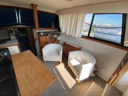 Carver 32 Aft Cabin image