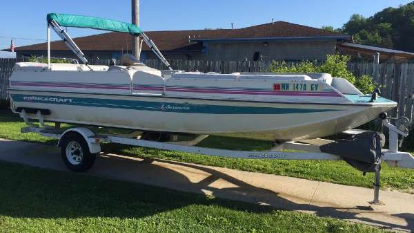 Princecraft 220 Deck Boat