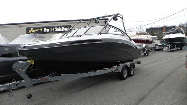Yamaha Boats 242 Limited