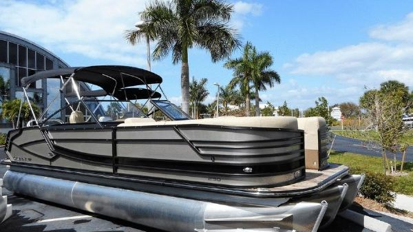 Crest Continental 250 CS Pontoon