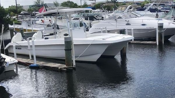 Twin Vee 26 Center Console