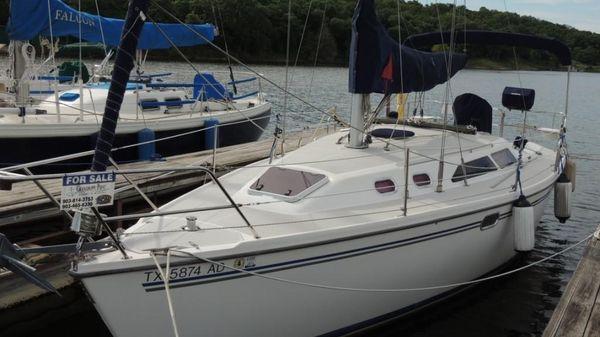 Catalina 320 Port Bow