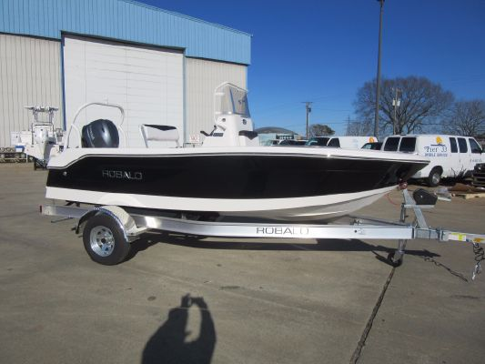 Robalo R160 Center Console - main image