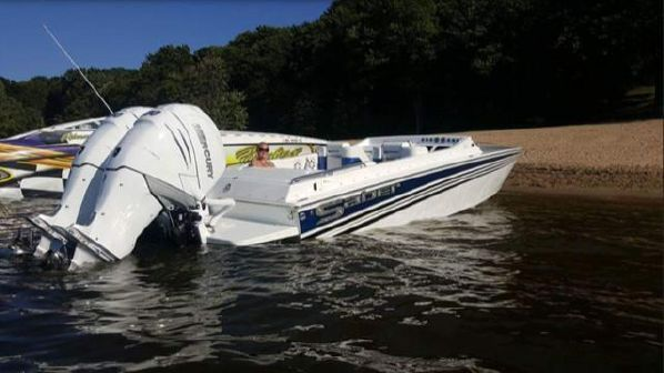 Offshore Yachts 28 Saber Outboard