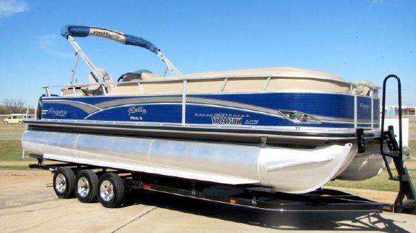 Sun Tracker Regency 250 Party Barge