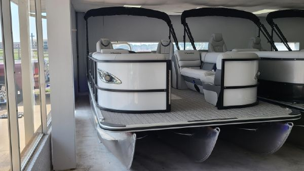 Bentley Pontoons 253 Elite Admiral