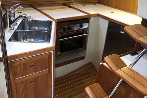 Catalina 385 image