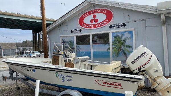 Boston Whaler Outrage 18